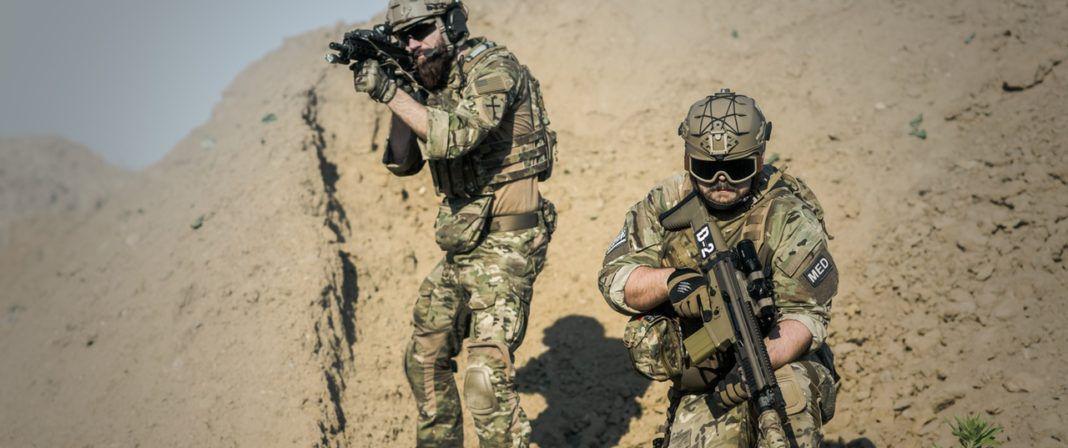 gun vector - war desert guns